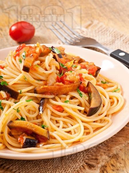 Спагети с домати и патладжани - снимка на рецептата